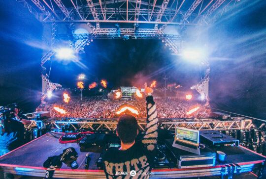 DJ mixing music image Number 1